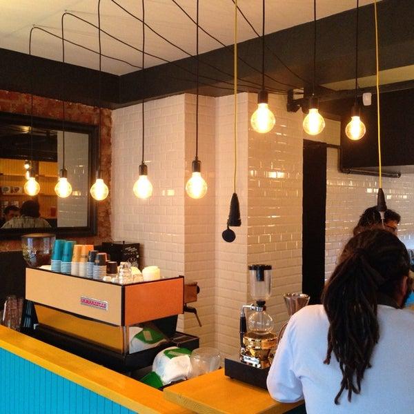 2/28/2014 tarihinde Pyrzziyaretçi tarafından Manuel Deli & Coffee'de çekilen fotoğraf