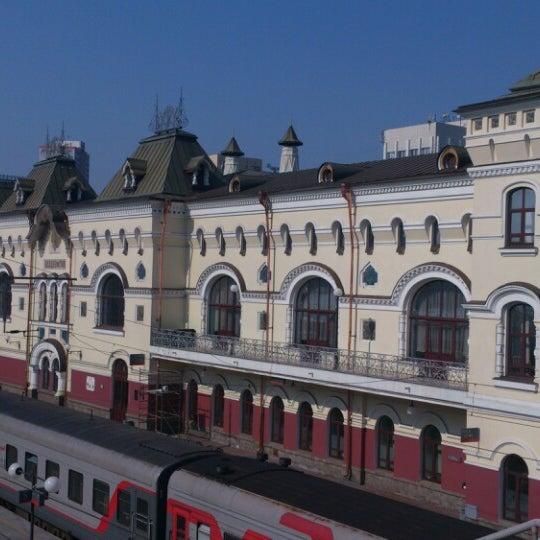Photo taken at Железнодорожный вокзал Владивостока / Vladivostok Railway Station by Павел Ю. on 4/20/2013