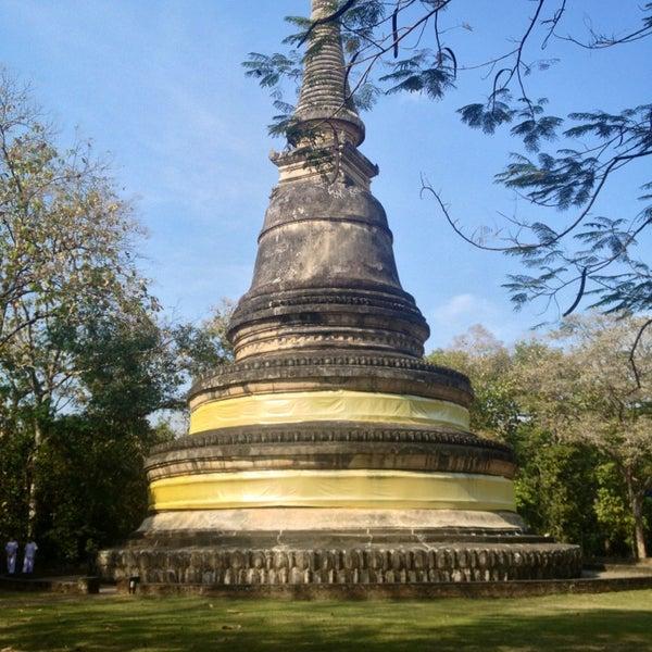 วัดอุโมงค์ (Wat Umong) - Buddhist Temple