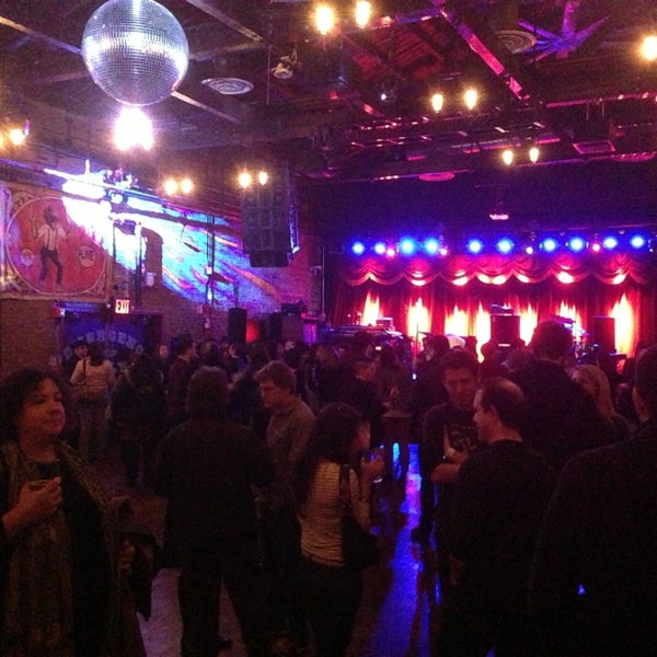 Photo taken at Brooklyn Bowl by Manos X. on 3/2/2013