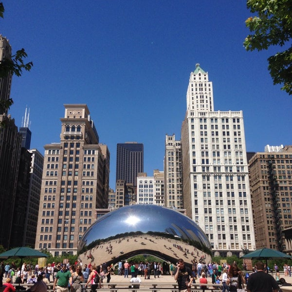 Photo taken at Cloud Gate by Anish Kapoor by Salem A. on 6/8/2013