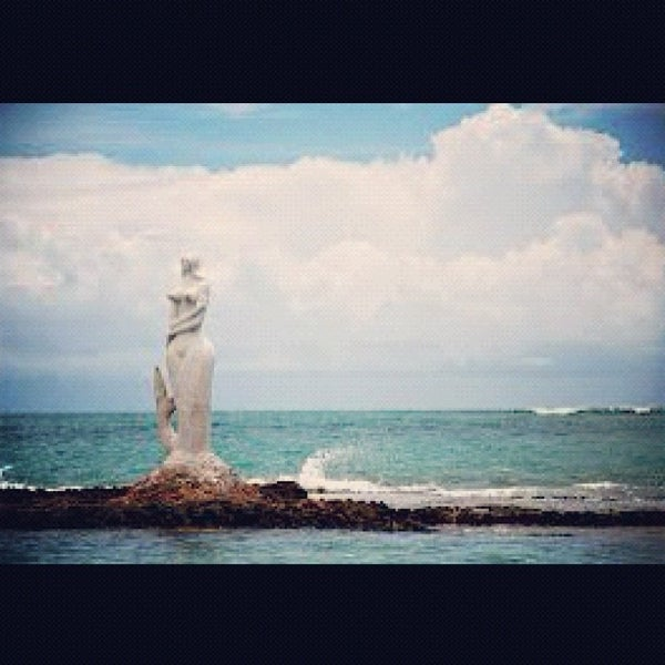 Foto tirada no(a) Praia Mirante da Sereia por Diego D. em 12/25/2012