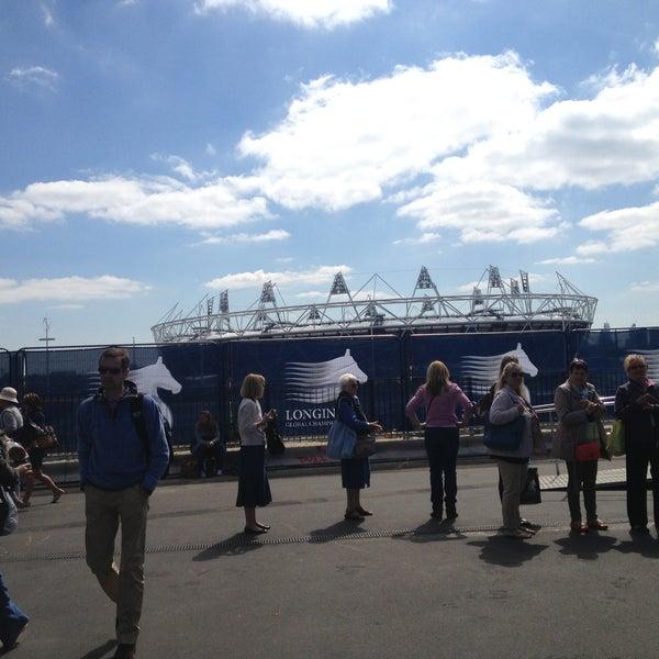6/8/2013 tarihinde Sarah S.ziyaretçi tarafından Queen Elizabeth Olympic Park'de çekilen fotoğraf