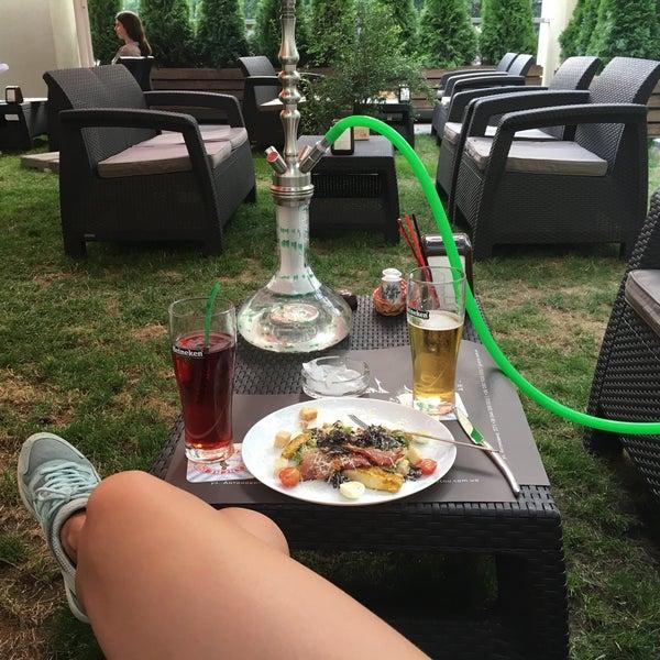 Снимок сделан в Lounge Bar GUSTOÚ | ГУСТОЙ пользователем Morika E. 7/26/2016