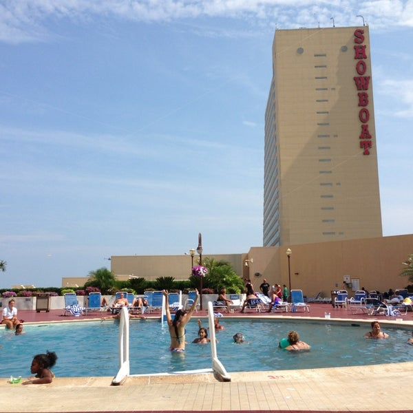 Atlantic city area resorts with a balcony outdoor pool for Pool show atlantic city