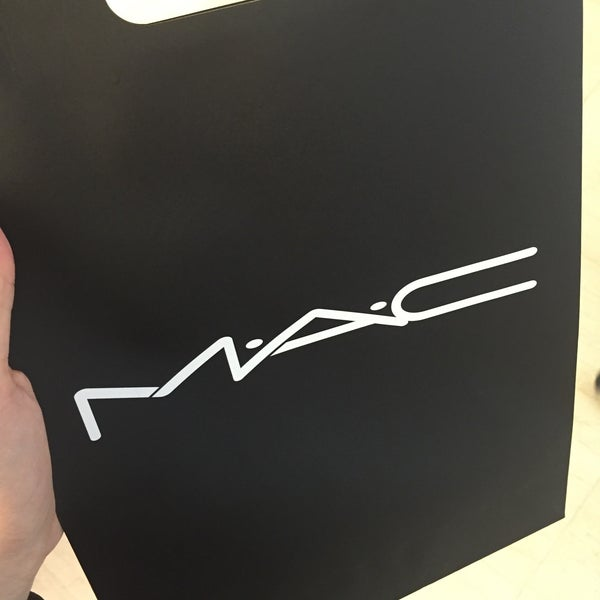 Photo taken at MAC Cosmetics by Nora E. on 9/28/2015