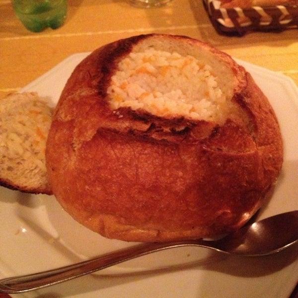 Não sei se é porque fui domingo a noite, mas estava dificil de escolher algo do cardapio pois nada que queria nao tinha! Acabei tomando uma canja no pão italiano. Estava muito gostosa,pelo menos.