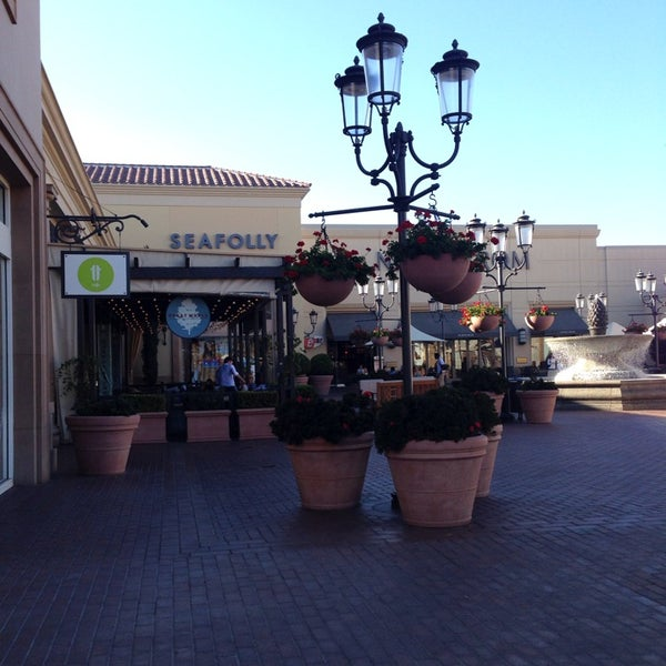 Photo taken at Fashion Island by Noura M. on 9/30/2014