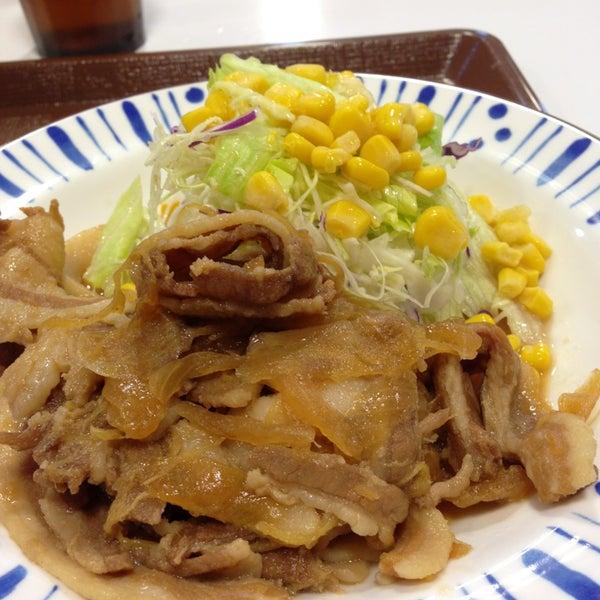 Foto tirada no(a) すき家 新居浜外山店 por ujiny em 4/14/2013