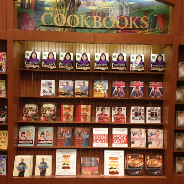 Photo taken at Barnes & Noble by GeLixious S. on 3/8/2013