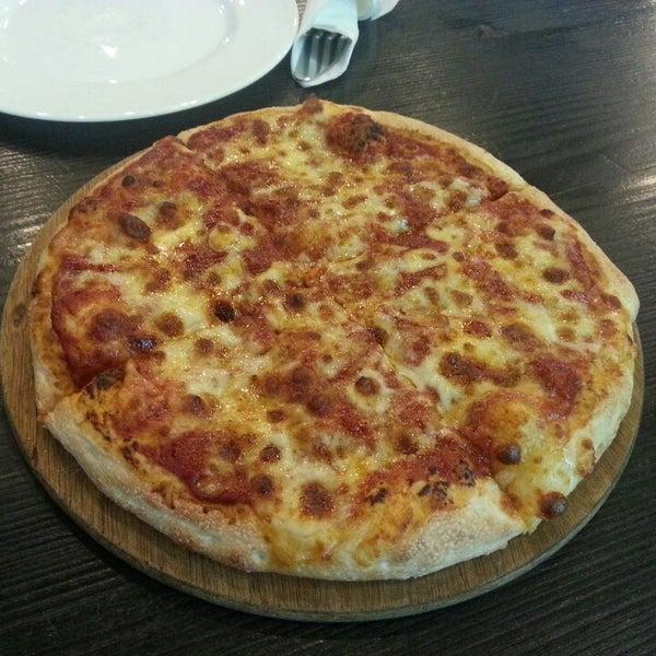 Photo taken at Ronny's Pizza Saburtalo | რონის პიცა საბურთალო by Tako T. on 4/12/2013