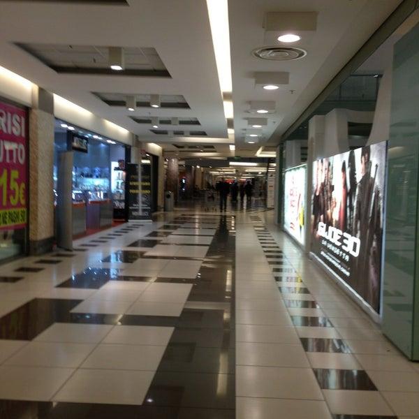 Foto scattata a Centro Commerciale Parco Leonardo da Maria Erlange Sposata H. il 3/12/2013