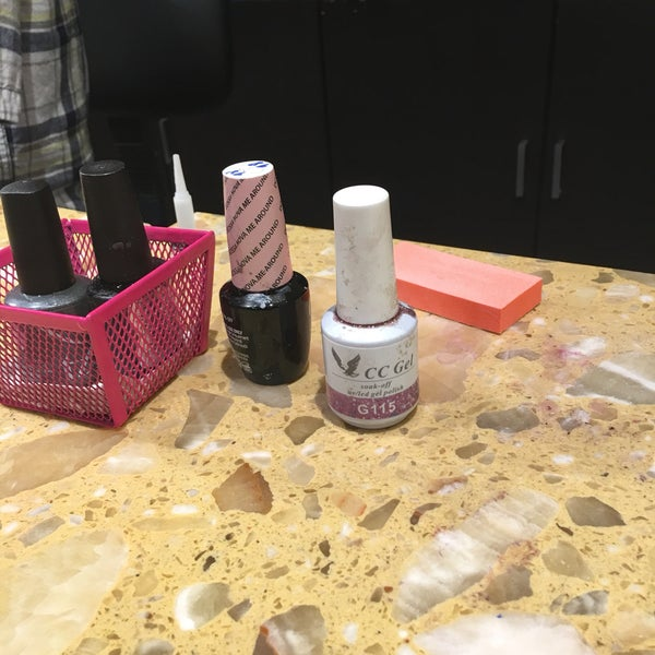 Viva Nails - Nail Salon in Brentwood