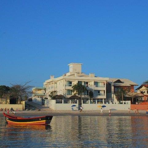 Pousada frente para o mar, na Praia de Canto Grande, Mar de dentro. Localização fantástica, muito tranquilo.