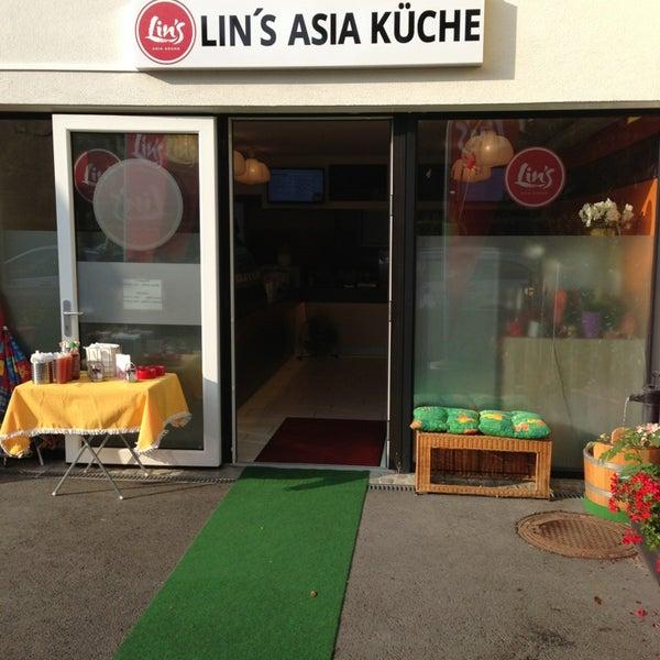 Foto tirada no(a) Lin's Asia Küche por Christian H. em 9/1/2013