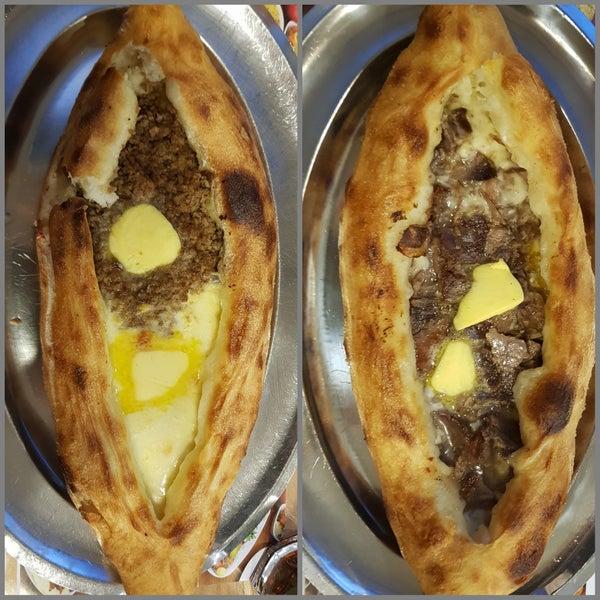 Kıymalı peynirli (27 TL) ve kavurmalı peynirli (27 TL) denedim. Unundan etine, yağından peynirine kadar hepsi doğal.Oldukça doyurucu ve lezzetli. Tereyağı yoğunluğu ağır gelebilir. Tavsiye ederim.8/10