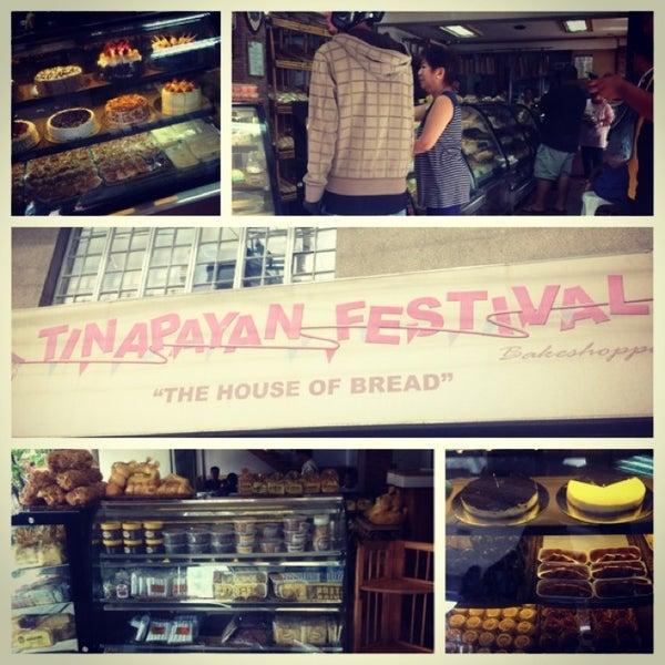 Foto tirada no(a) Tinapayan Festival Bakeshoppe por Ejay D. em 3/6/2013