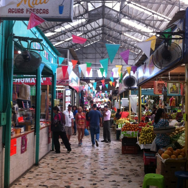 Foto diambil di Mercado Pino Suarez oleh Antoni M. pada 11/24/2015
