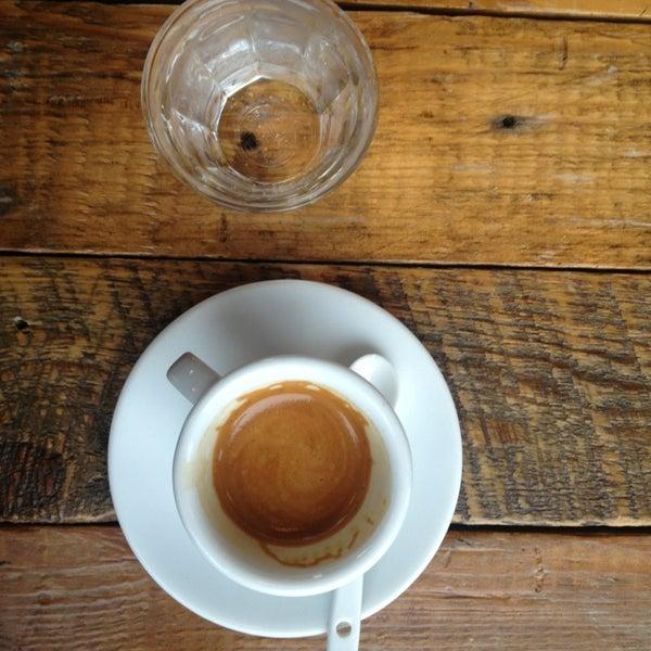 Foto tomada en Gaslight Coffee Roasters por Erica T. el 4/9/2013