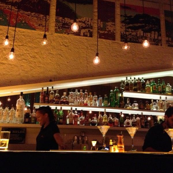 Foto tirada no(a) Meza Bar por Raquel B. em 4/14/2013