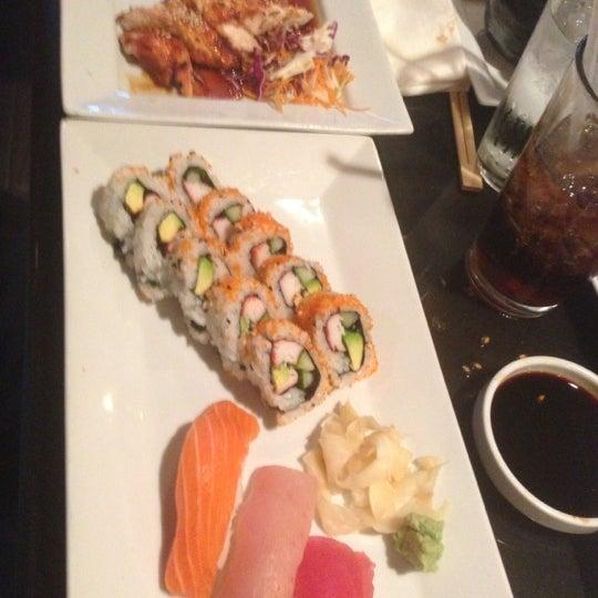 Foto tomada en Red Koi Thai & Sushi Lounge por Jeff M. el 11/6/2012