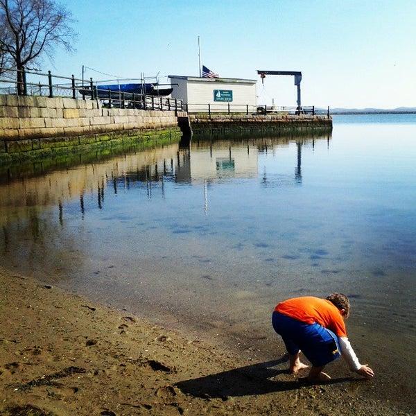 4/24/2013 tarihinde Krissy D.ziyaretçi tarafından Castle Island'de çekilen fotoğraf