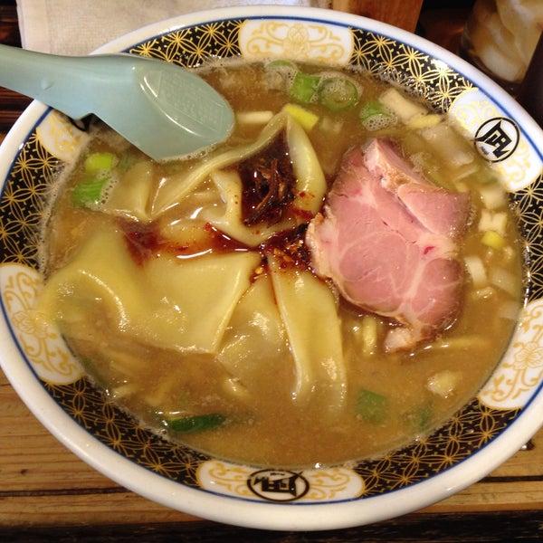2/21/2015 tarihinde unamu_maxziyaretçi tarafından Sugoi Niboshi Ramen Nagi'de çekilen fotoğraf