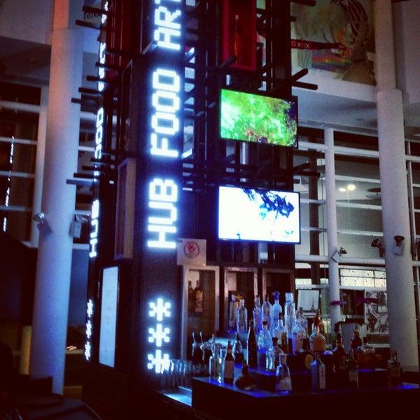 Foto tirada no(a) HUB-Food Art & Lounge por Rafael A. em 11/15/2014