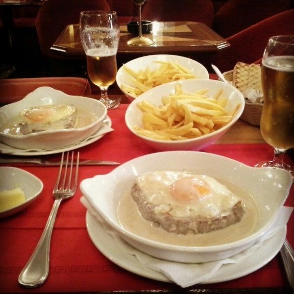 Foto diambil di Café de São Bento oleh Lopesca pada 3/3/2014