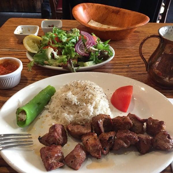 Photo prise au Makara Charcoal Grill & Meze par Sinan T. le1/21/2017