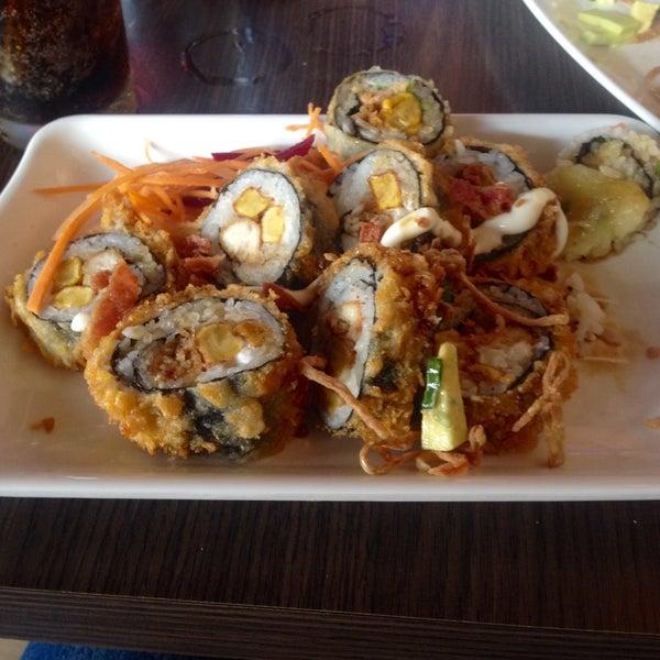Foto tomada en Sushi & Cebiches por Angie P. el 1/24/2015