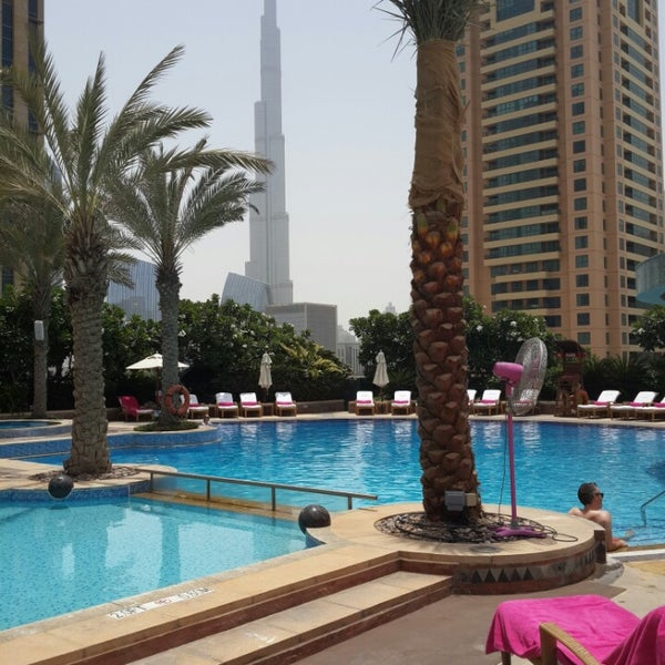 Photo taken at Shangri-La Hotel by Pedro D. on 7/28/2013