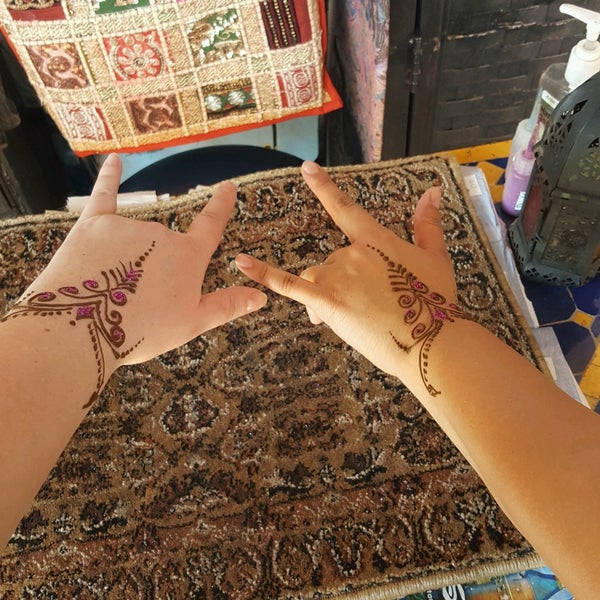 an introduction to the art purposes of henna in popular culture Please note that she focuses on the popular aspects of henna and learn the traditional art of henna this book is an excellent introduction to.