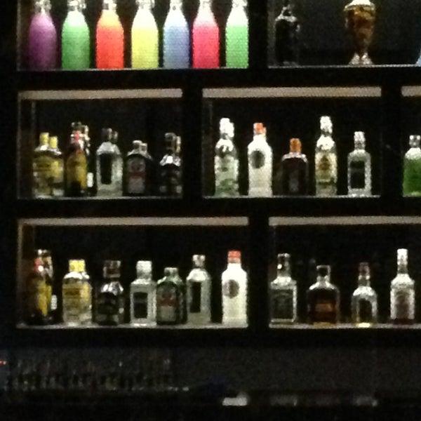 4/2/2013 tarihinde Sühacan B.ziyaretçi tarafından Up Shot Bar'de çekilen fotoğraf