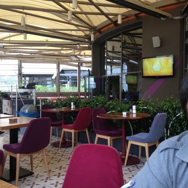 5/13/2013 tarihinde Umut O.ziyaretçi tarafından Ve Cafe & Restaurant'de çekilen fotoğraf