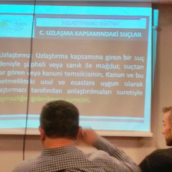 รูปภาพถ่ายที่ İstanbul Üniversitesi Kongre Kültür Merkezi โดย Muhammet K. เมื่อ 11/20/2017