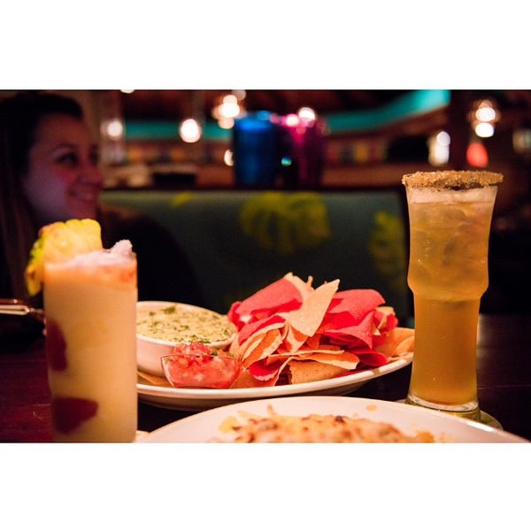 Photo taken at Bahama Breeze by Jose Carlos R. on 12/12/2014