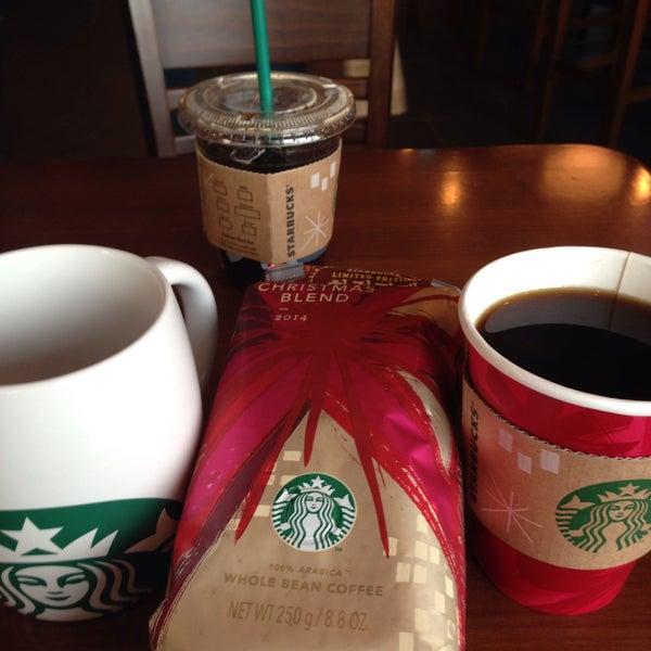 Photo taken at Starbucks by Hui-jeong Y. on 12/7/2014