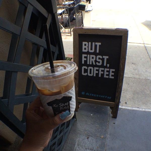 Photo prise au Alfred Coffee & Kitchen par Jean-Claudette F. le7/18/2014