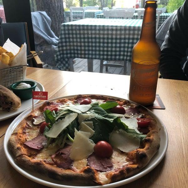 Calzoneburger'i çok beğendim. Bira ile süper. Kardeşim pizza tercih etti. Breasola çok güzeldi.