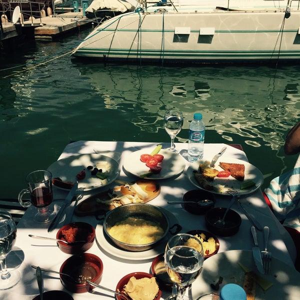 5/2/2015 tarihinde Burçin E.ziyaretçi tarafından Fethiye Yengeç Restaurant'de çekilen fotoğraf