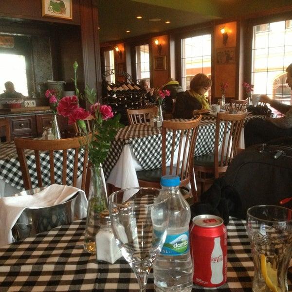 3/17/2013 tarihinde Younhyo C.ziyaretçi tarafından Cozy Bar&Restaurant'de çekilen fotoğraf