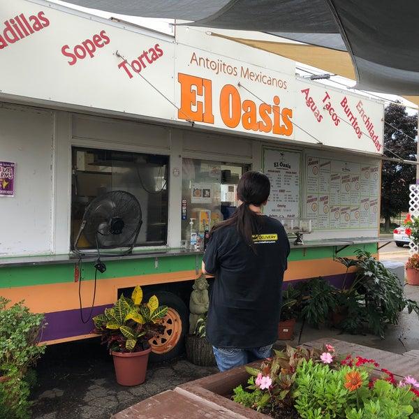 Foto tomada en El Oasis Taco Truck por Kevin L. el 9/1/2018