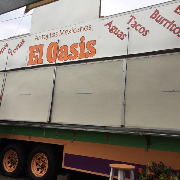Foto tomada en El Oasis Taco Truck por Kevin L. el 9/4/2017