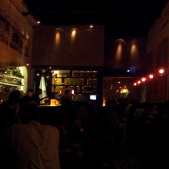 Foto tirada no(a) Meza Bar por Nathalia M. em 10/28/2012
