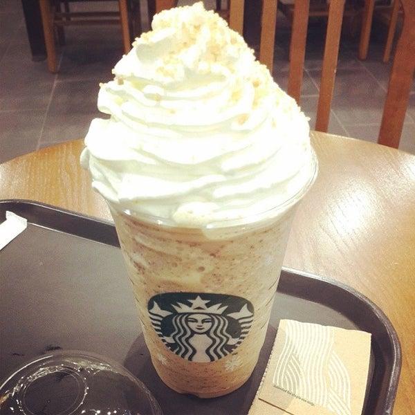 Photo taken at Starbucks by Cheoloh N. on 11/11/2013