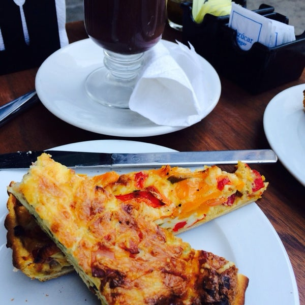 Foto tomada en Panaderia La Victoria por karla l. el 1/18/2014