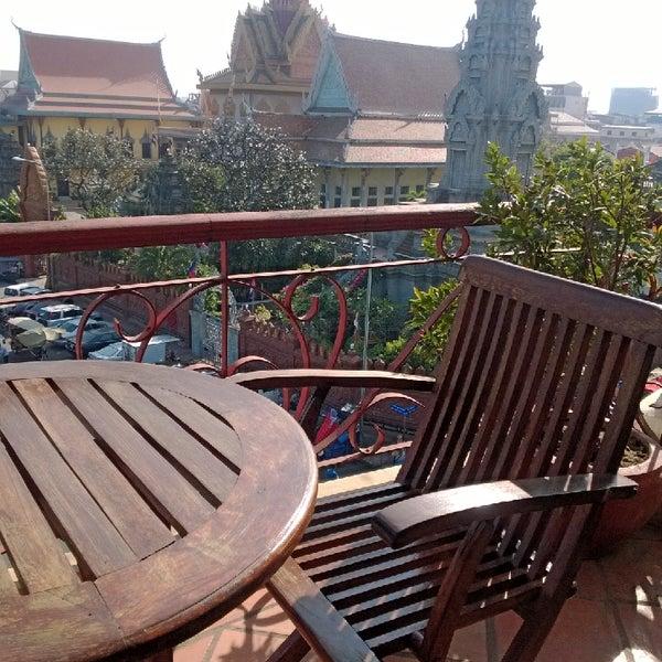Photo taken at Amanjaya Pancam Suites Hotel by Perapong P. on 1/7/2014