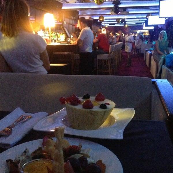 Снимок сделан в DoZari / Дозари шоу-ресторан на воде пользователем Кристина С. 8/2/2014