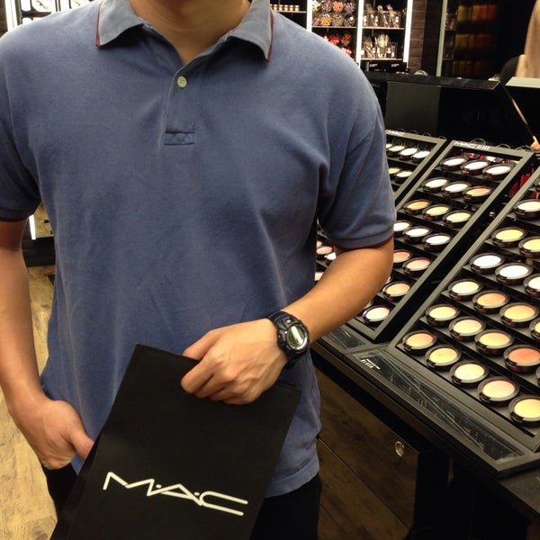 Photo taken at MAC Cosmetics by bibi h. on 1/12/2015